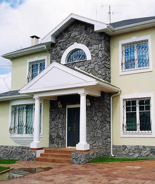мокрый фасад с камнем по цоколю