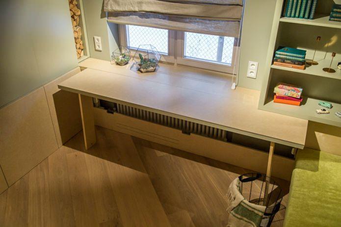 раскладной стол на подоконнике
