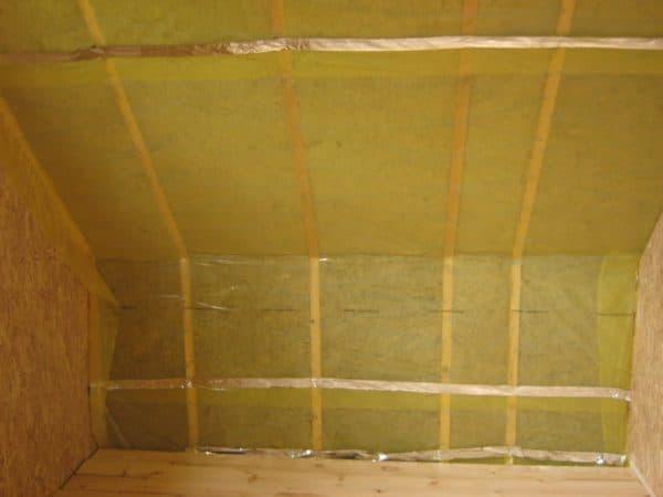 Гидроизоляция внутри крыши дома