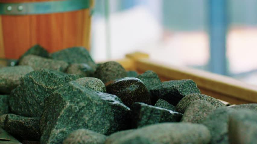 Как правильно уложить камни в банную печь?