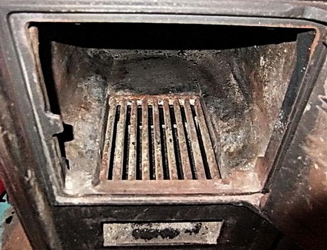 Колосник и поддувало, обязательно очищаются перед каждым розжигом печи