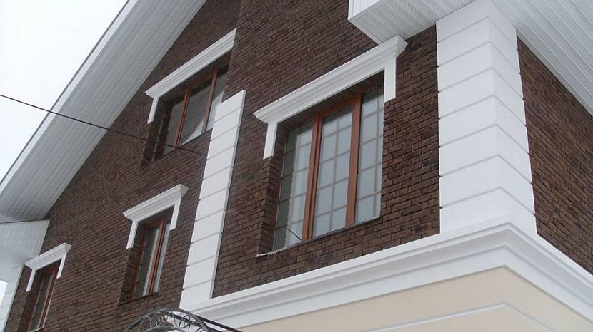 Декор на кирпичном фасаде