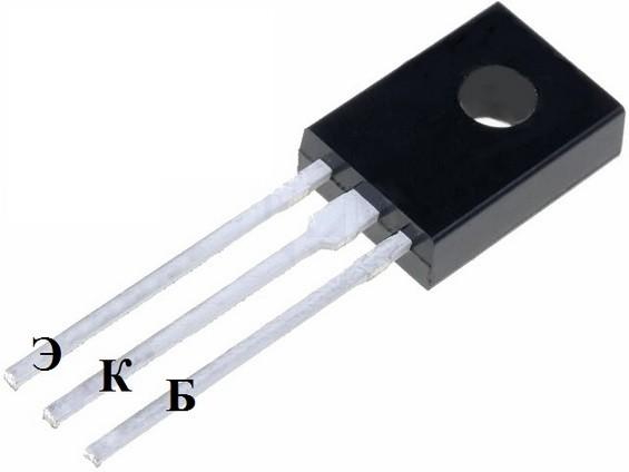 Транзистор Q2 на белом фоне