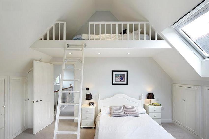 Оптимальный вариант планировки второго этажа – размещение одной большой спальной комнаты
