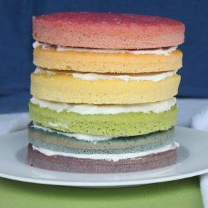Бисквитные коржи, окрашенные натуральными пищевыми красителями