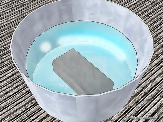Замочите кирпич в воде