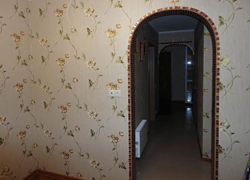 Отделка арки в квартире мозаикой - необычное решение, заслуживающее внимание