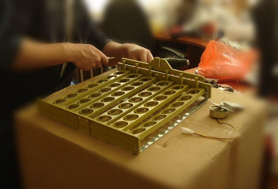 Один из этапов создания инкубатора своими руками