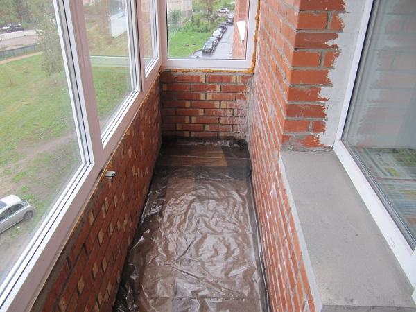 фото: гидроизоляция пленкой на балкон