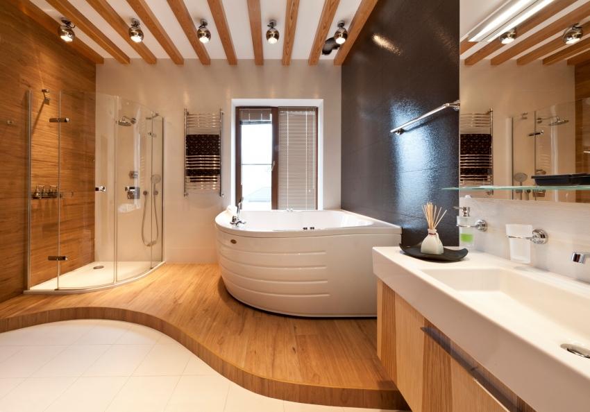 Пример удачного ремонта ванной комнаты с установленной угловой ванной
