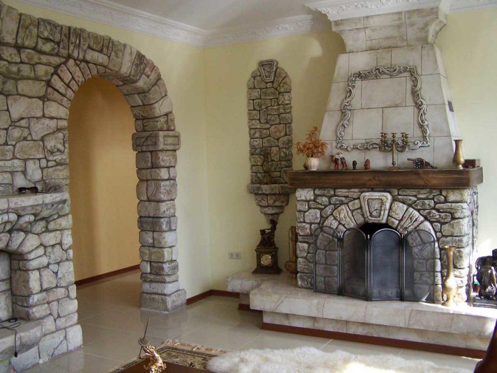 Камин и арка из камня