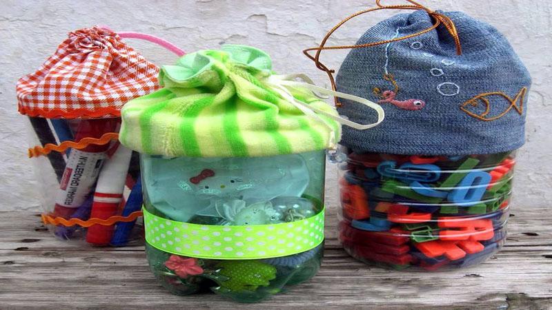 Конструкция из 20-литрового пластика может служить местом для хранения игрушек