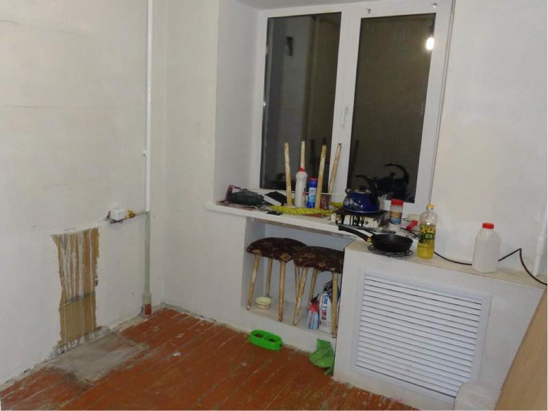 Короб из гипсокартона для батареи на кухне в процессе ремонта