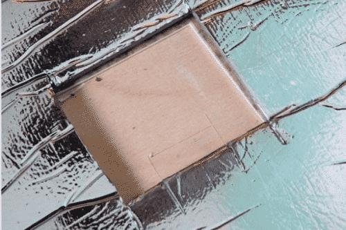 Вырезается выемка под термодатчик