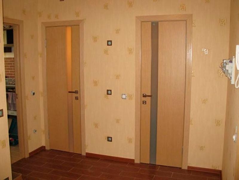 какую дверь поставить в ванную комнату