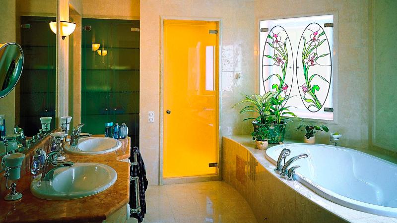 цвет двери в ванную комнату