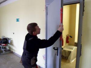 установка противопожарной двери