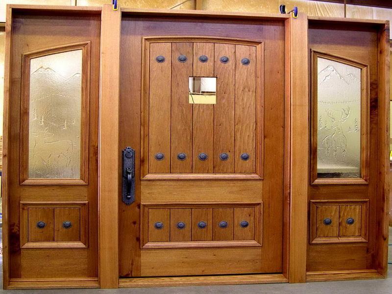 входная дверь в частный дом из массива