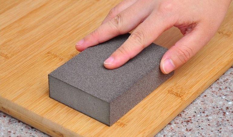 Как очистить монтажную пену с поверхности дверей