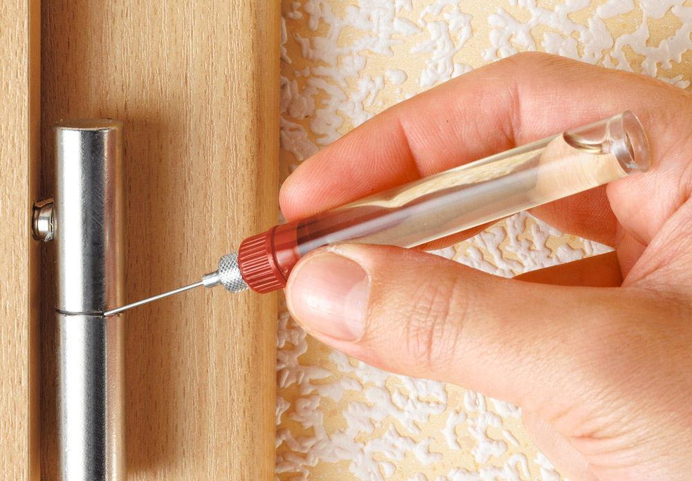 Чем смазать дверь, чтобы не скрипела