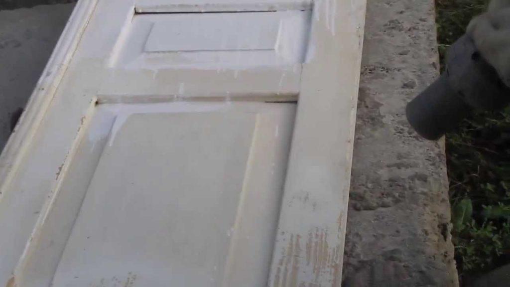 для чего и как очистить дверь от краски