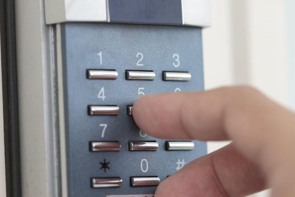 Кодовый замок на входные двери 1