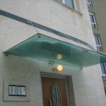 Козырек над дверью - виды, конструкции, материалы