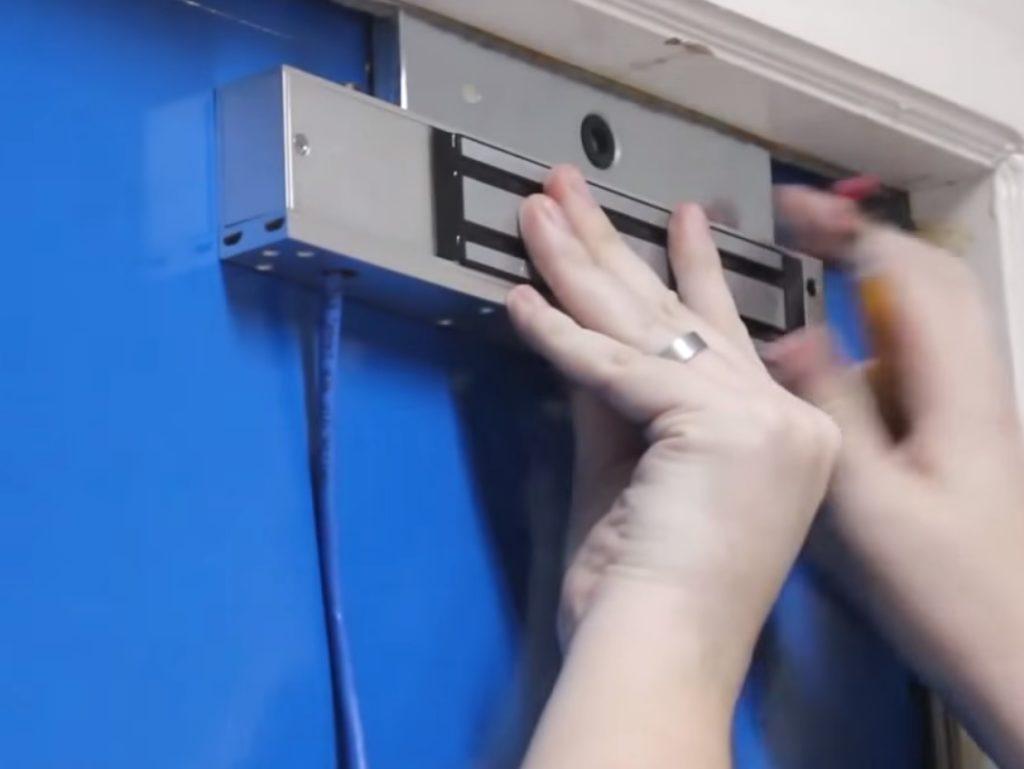 Магнитный замок на дверь - установка