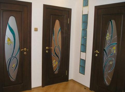 Межкомнатные двери со вставками из стекла