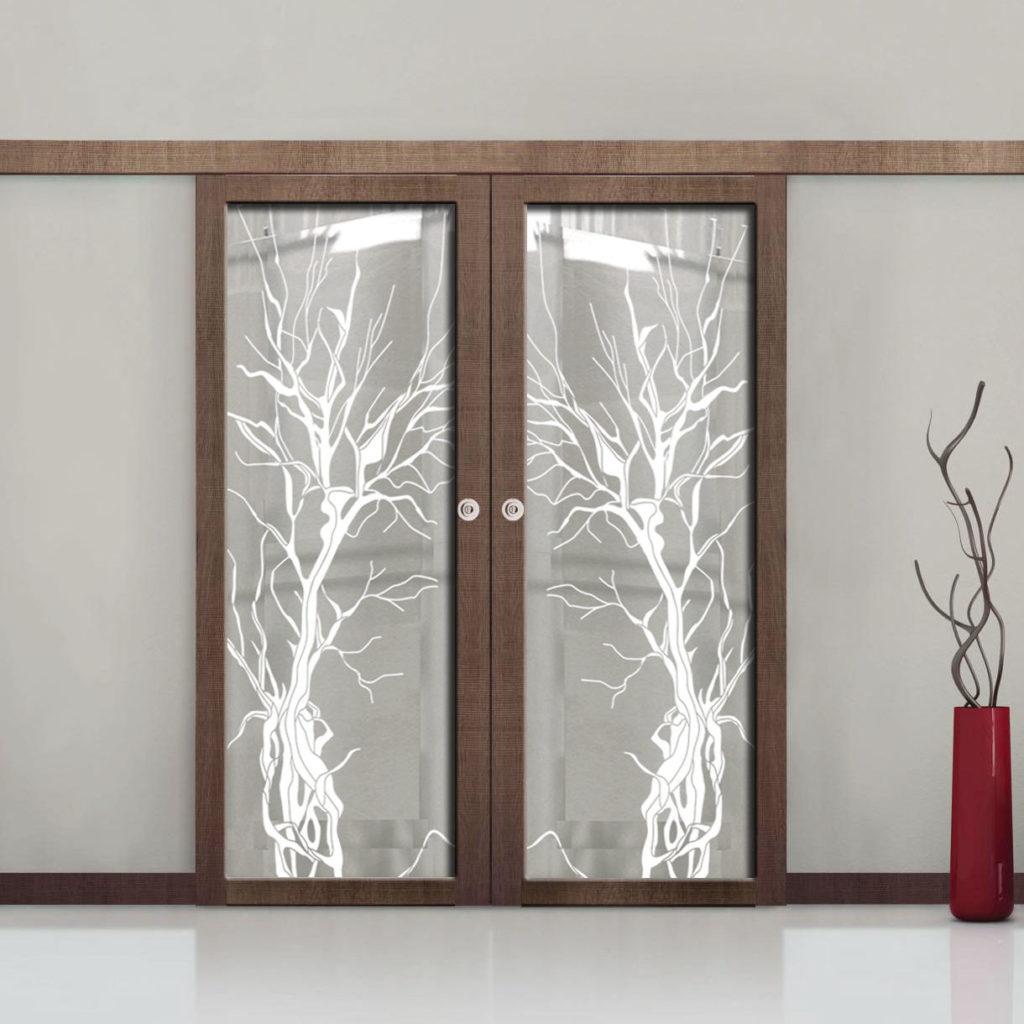 Межкомнатные двери с декором из стекла