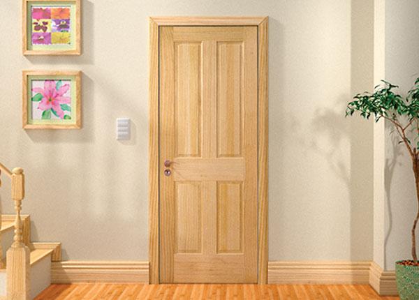 Входные двери в квартиру из древесины