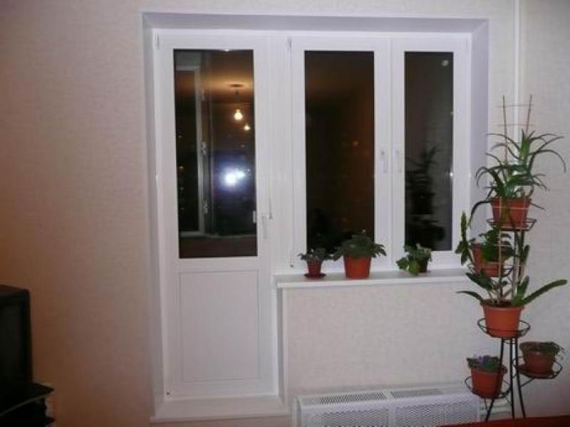 Не закрывается пластиковая балконная дверь: как