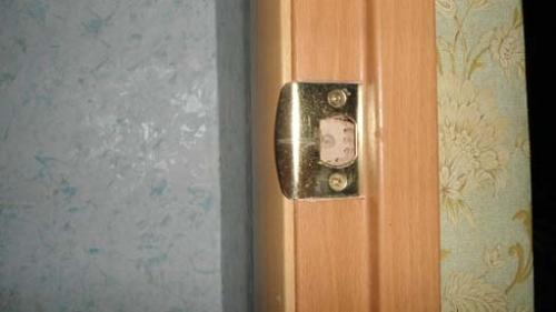 Установка дверной ручки - выемка для язычка