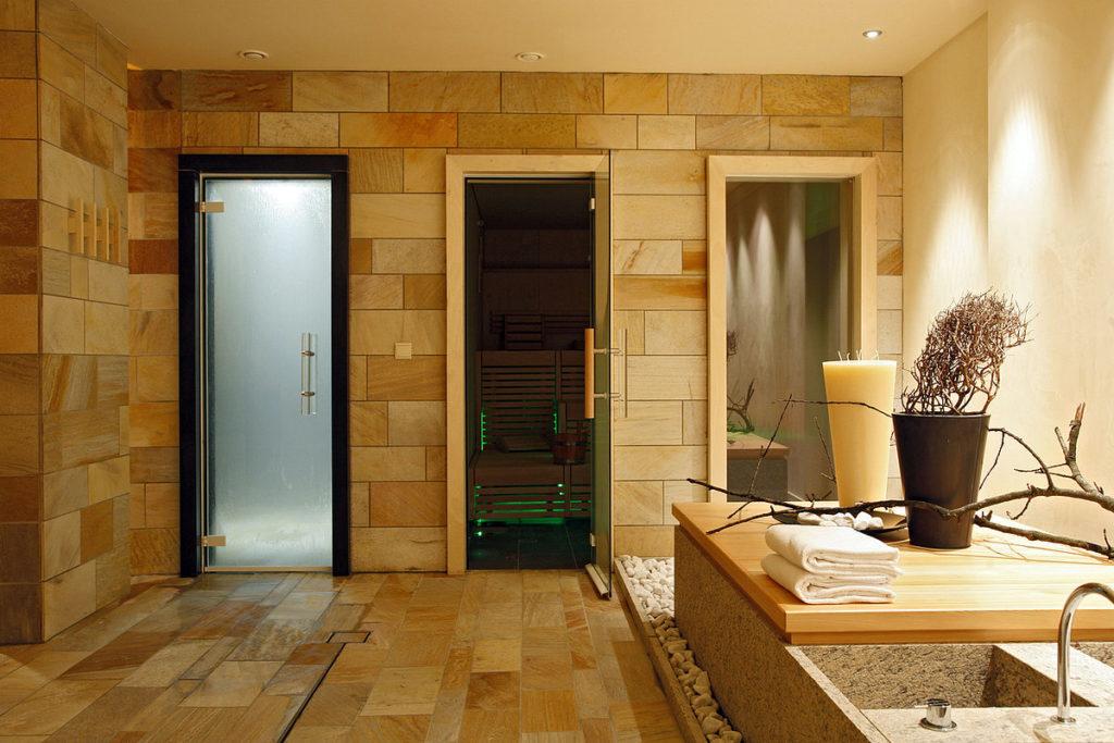 Стеклянная дверь в сауну - достоинства