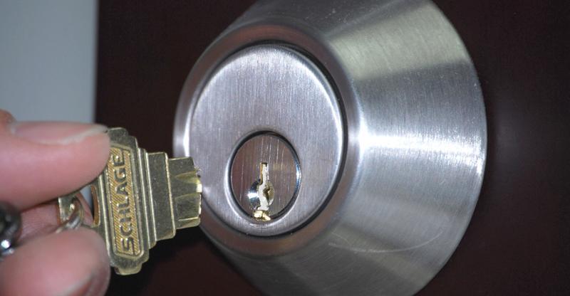 Замена замка на входной металлической двери своими руками