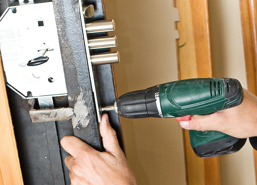 замена замка на входной двери новинок термобелья