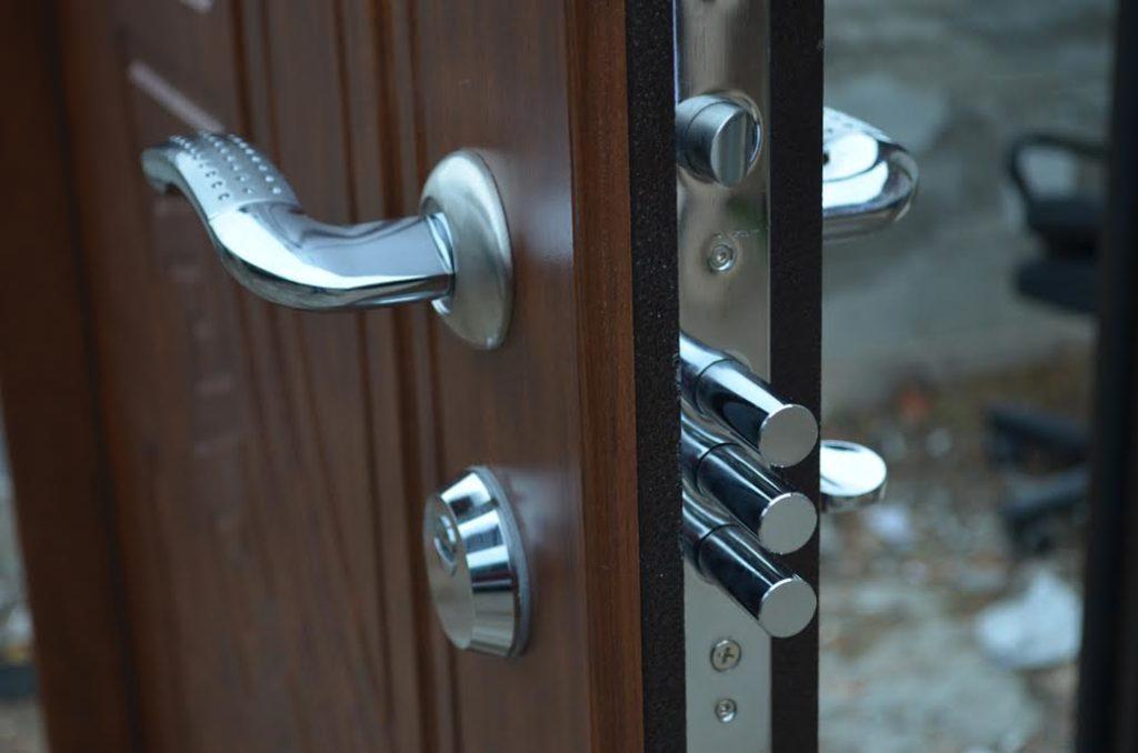 Надежные замки для входных металлических дверей