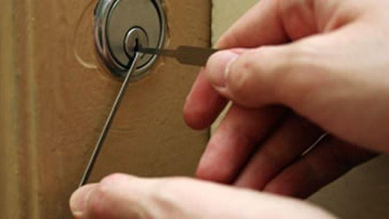 Как открыть дверь дома без ключа