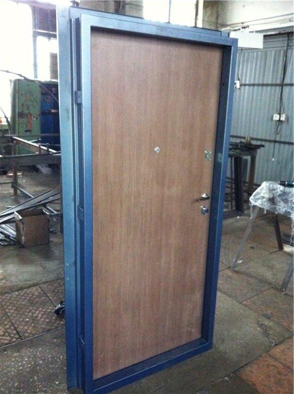производство входных дверей из металла со стеклопакетом