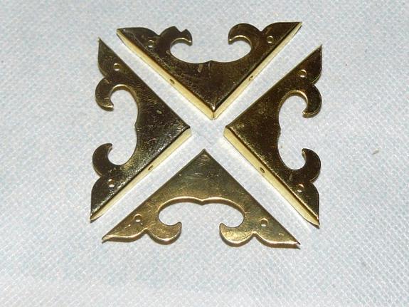 Декоративные металлические уголки