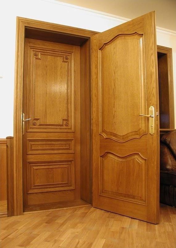Классическая деревянная дверь
