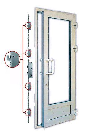 Боковые зацепы на пластиковой двери