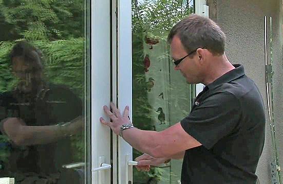 Потёртости на торце дверного полотна говорят о просадке
