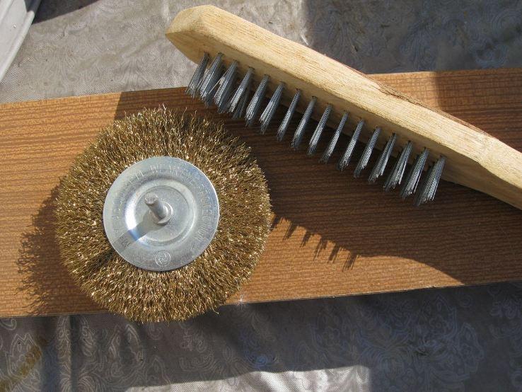 Насадка с металлическим ворсом и ручная корд-щетка